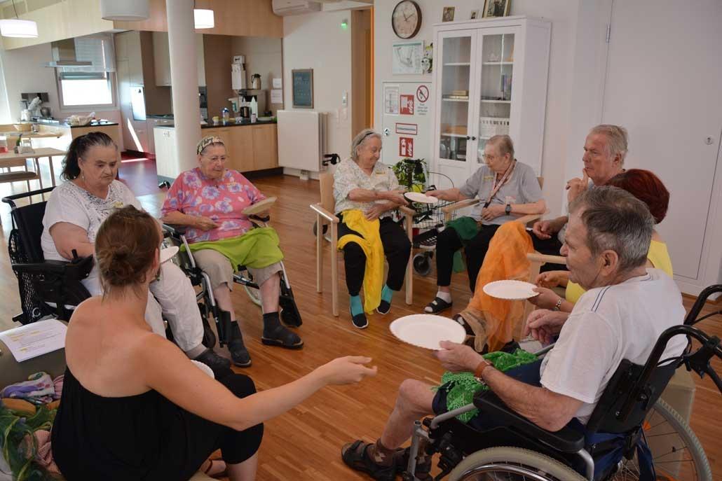 Beamen oder Flucht aus Seniorenheim IFANT Theaterpaedagogik Ausbildung G8 02