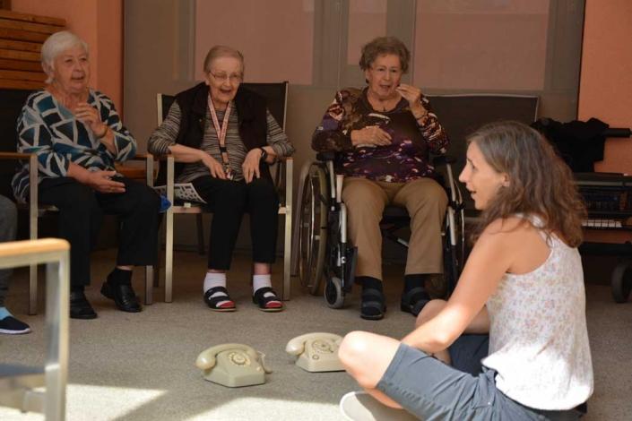 Beamen oder Flucht aus Seniorenheim IFANT Theaterpaedagogik Ausbildung G8 04