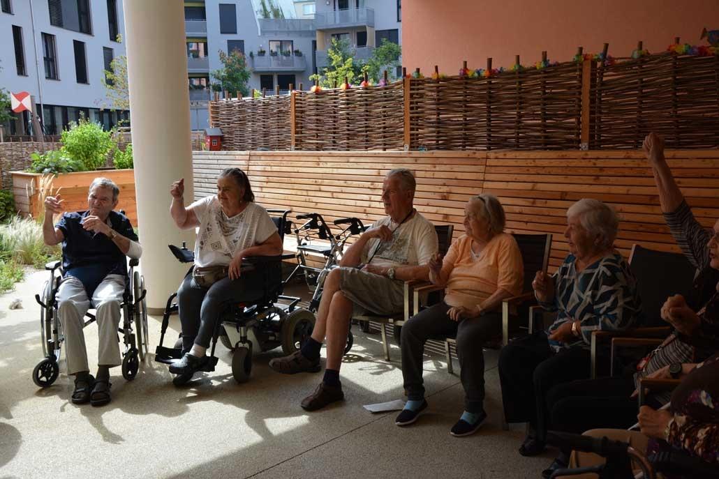 Beamen oder Flucht aus Seniorenheim IFANT Theaterpaedagogik Ausbildung G8 06