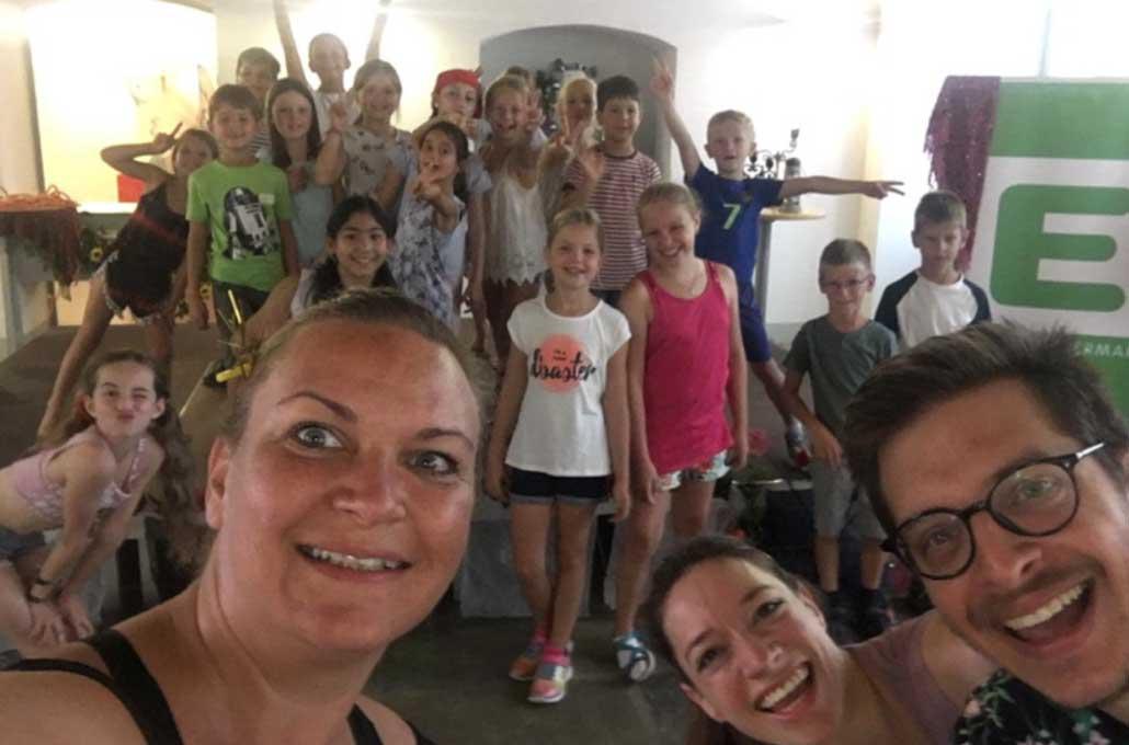 Silke-Muellner-das-Team-und-die-Kinder